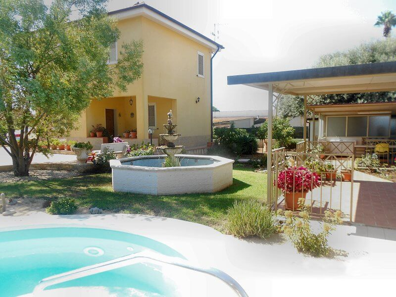 Single House For Sale With Swimming Pool In Sicily Fontane Bianche